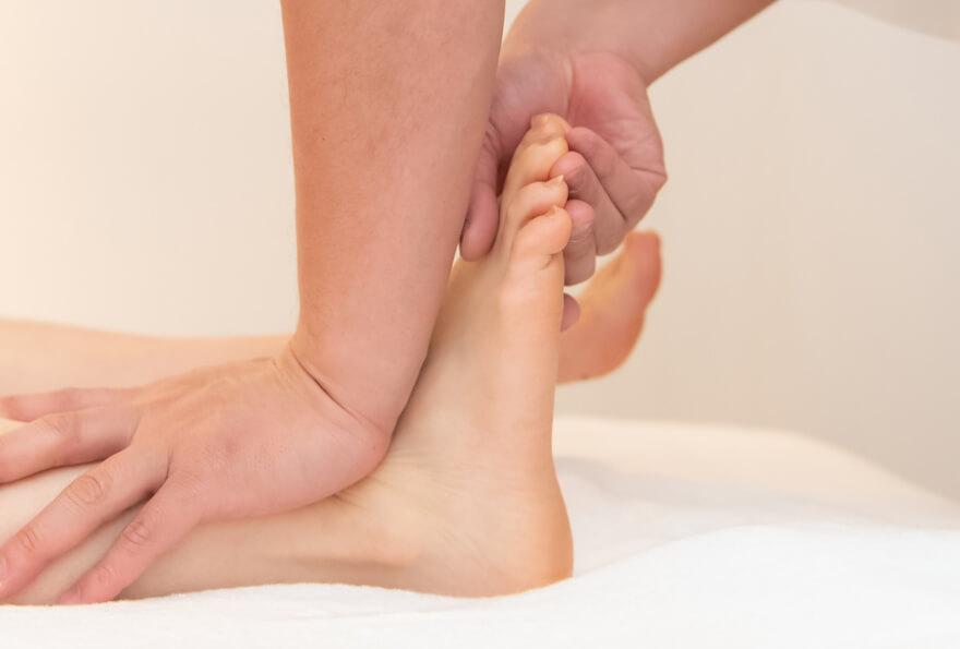 独自の手技で足の環境を再構築