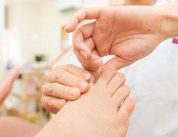 新宿区 中野区の外反母趾治療の専門院