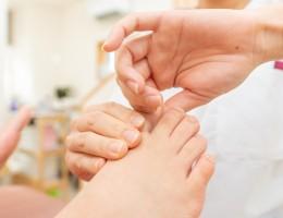 草加市 八潮市の外反母趾治療の専門院