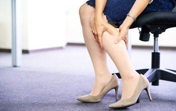 足のむくみをお手軽ケア!仕事中にできる対策や危険な病気もチェック
